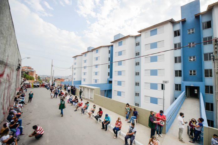 Apartamentos foram entregues aos moradores que viviam em áreas de risco da região. Foto: Gabriel Inamine/PMSBC
