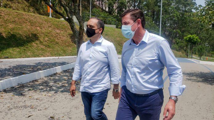 Prefeito visitou o Parque Roberto Castelan ao lado do vice, Marcelo Lima. Foto: Divulgação/PMSBC