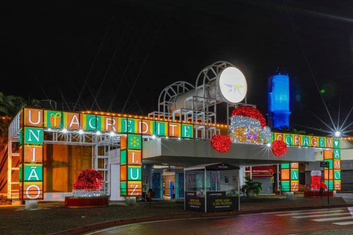 Decoração destaca as emoções e valores originais do Natal, com a presença de Papel Noel animatrônico. Foto: Divulgação
