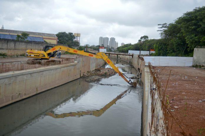 O Córrego Ribeirão dos Couros está localizado no bairro Jordanopólis, em São Bernardo do Campo. Foto: Ricardo Cassin/PMSBC
