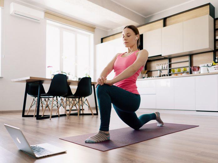 Médica ponta benefícios e sugere exercícios para fazer em casa. Foto: Divulgação/Banco de imagens Freepik