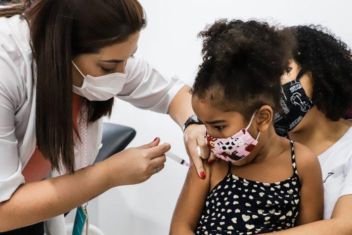 Foto da Campanha de vacinação contra influenza em crianças. Foto: Letícia Teixeira/PMSCS