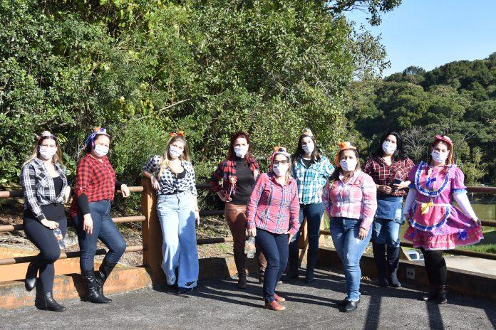 Grupo de professoras do Colégio Singular. Foto: Marli Popolin / MP Rossi