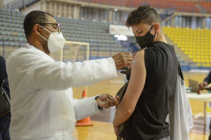 Vacinação no Ginásio Poliesportivo. Foto: Ricardo Cassin/PMSBC