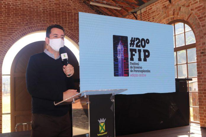 Prefeito Paulo Serra anunciou a abertura dos eventos. Foto: Helber Aggio/PSA