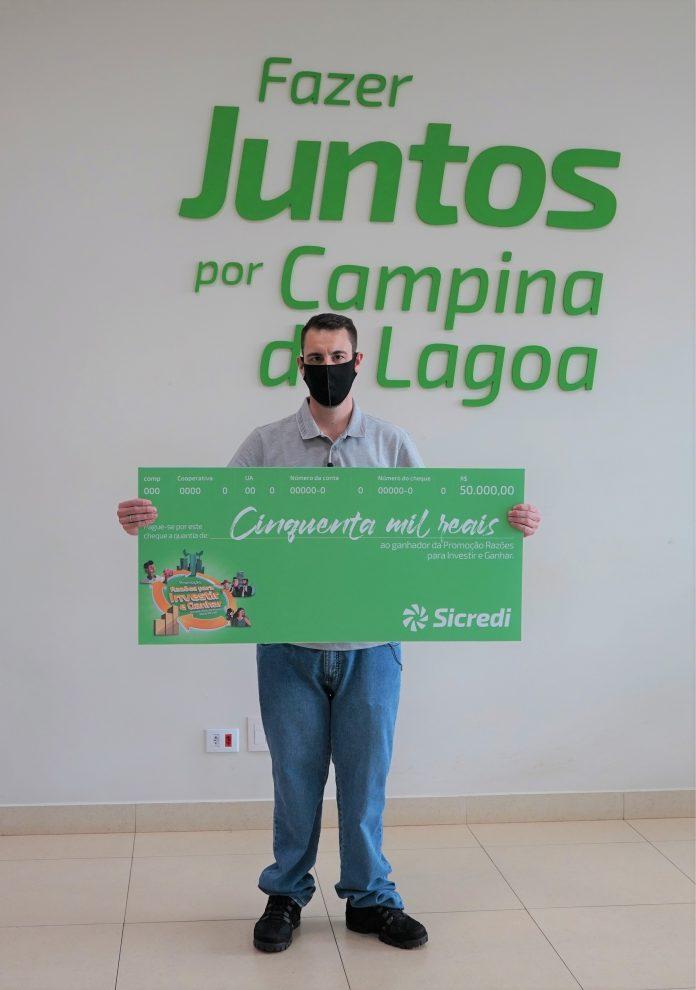 Thiago, de Campina da Lagoa, foi o primeiro ganhador do prêmio mensal. Foto: Divulgação/Sicredi