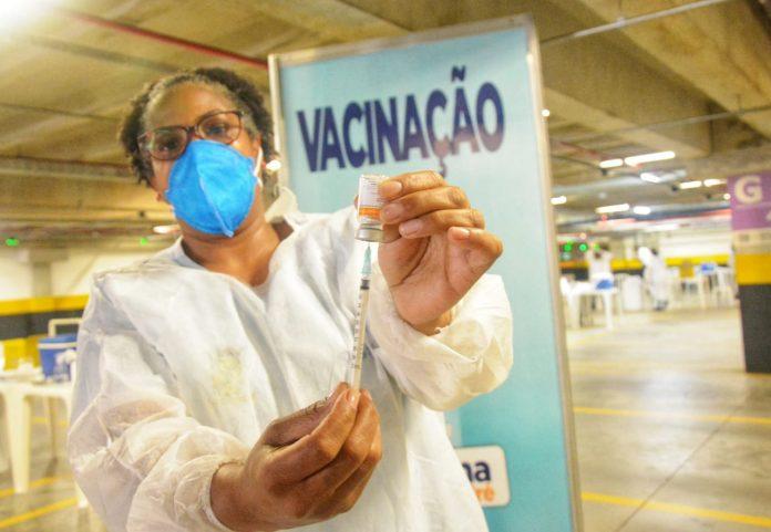 Cidade já aplicou, ao todo, 568.281 doses do imunizante, o que representa 77% da população adulta com pelo menos uma dose. Foto: Angelo Baima/PSA