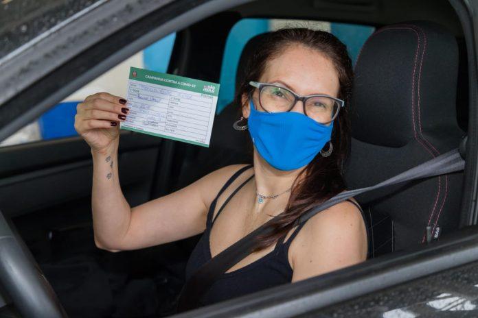 Cidade já conta com 74% da população adulta completamente imunizada contra o coronavírus e abre agendamento para novos públicos. Foto: Alex Cavanha/PSA