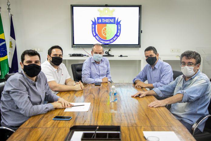 Reunião contou com a presença de Gilberto Costa, Daniel Cordoba e Jander Lira. Foto: Letícia Teixeira / PMSCS